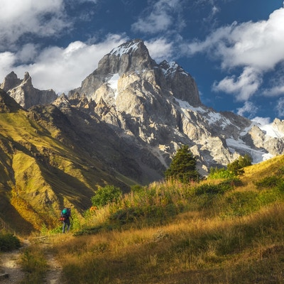 Getty Images 1077061482 Georgia Ushba berg vandring