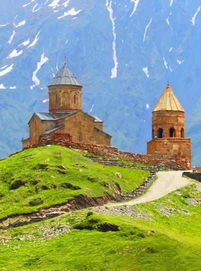 Gettyimages 482163066 Georgia Kazbegi Stepantsminda Kaukasus Gergeti Kirke