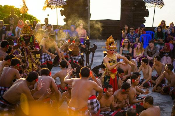 Bali Uluwatu dansere dame 1