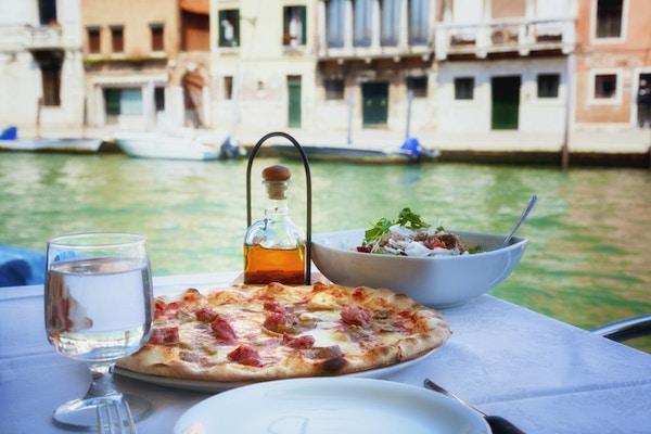 Istock 000021457422 Venezia Veneto Mat Pizza Italia