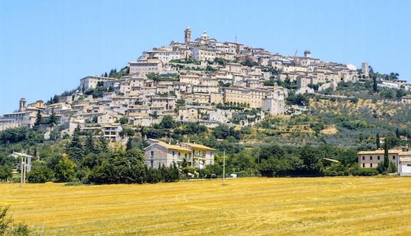 Istock 000025295619 Medium Trevi Umbira Italia