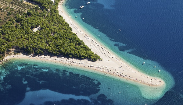 Istock 000022156341 Zlatni Rat Strand Brac Kroatia