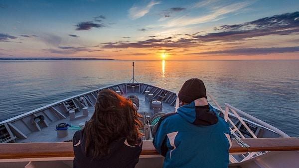 Passasjerer Pa Dekk Ms Midnatsol Norge Hgr 52524 1024