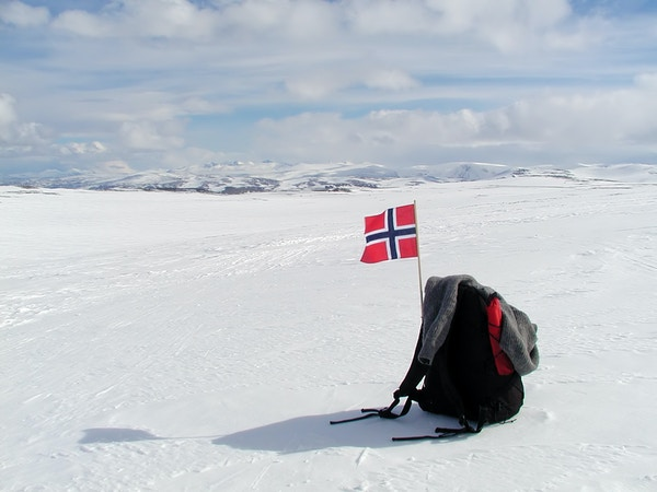 Getty Images 157163872 Norge flagg vinter fjell