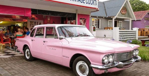 Marilyns 60s diner exterior car 1280x660